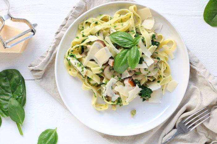 tagliatelle met spinazie en gerookte kip