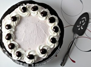 Cherry Yogurt No Bake Pie combines Greek yogurt, cream cheese, powdered sugar, and whipped topping in a chocolate crust. A healthier version of pie!