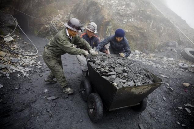 Minería rebaja costos, pasan del avión al bus, con fiestas austeras y despidos llegan a niveles gerenciales