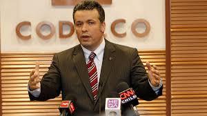"""Óscar Landerretche """"Codelco vivirá años difíciles ante caída en el precio del cobre """""""