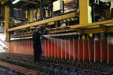 Metal cierra bajo los US$2,10. Dólar cede $4,9 tras caída global y dichos de Vergara