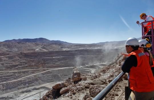 Mineras locales reducen utilidades y expertos ven posible cierre de faenas