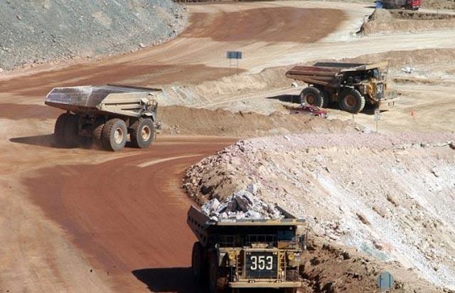 Trabajadores de Cerro Colorado en huelga desde el lunes