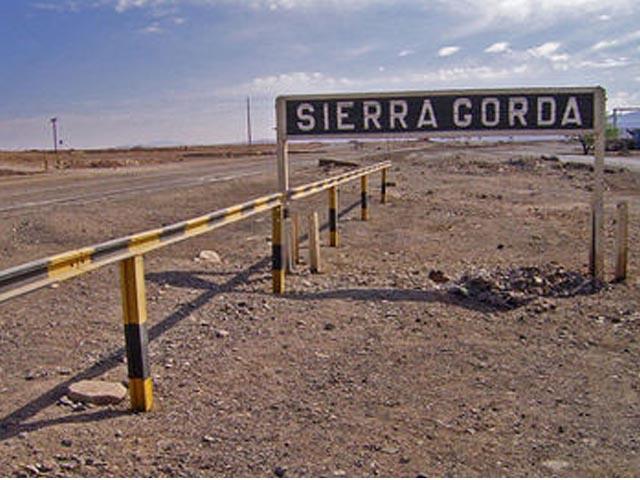 Sierra Gorda aplica plan para bajar 10% los costos y explica despidos