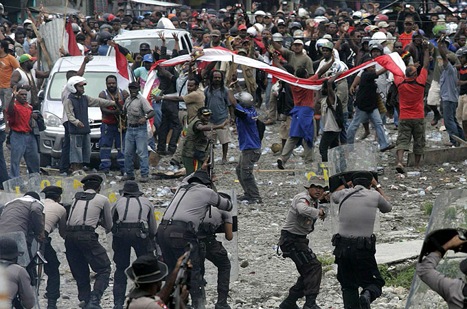 https://i0.wp.com/www.minesandcommunities.org/files/2011/Strike_Freeport_Indonesia_Papua_copper.jpg