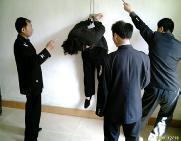 中共酷刑演示:吊铐