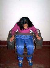 酷刑演示:铁椅子