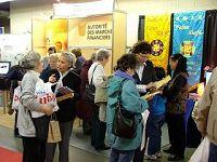 法轮功深受各国健康博览会欢迎