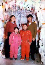 秦月明夫妇和他们的两个孩子