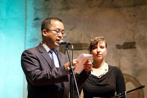 法轮功学员郭居峰在音乐会上发言