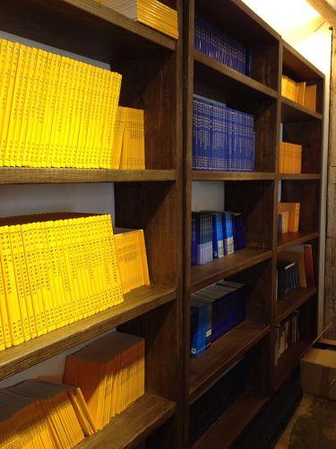 图三、中韩文大法书籍,更多语种的书籍将陆续到来