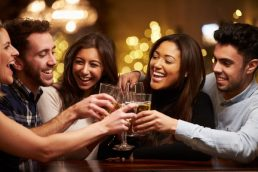 Group,Of,Friends,Enjoying,Evening,Drinks,In,Bar