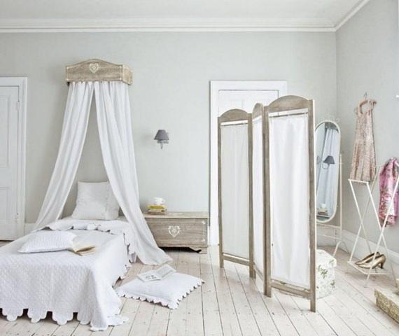 biombo dando privacidade para as trocas de roupa no quarto