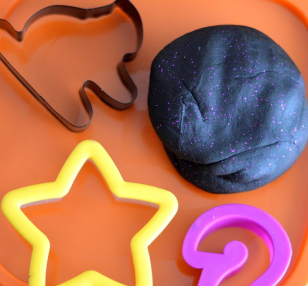 3 Fall Seasonal Sensory Play Ideas Sensory Bottle, Sensory Bin, and Halloween Themed Play Dough