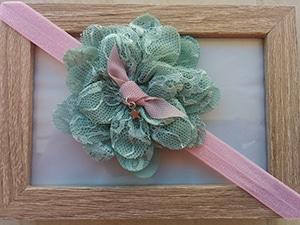 ροζ-κορδέλα-με-δαντελένιο-πράσινο-λουλούδι-1