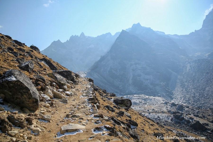 HIking route towards Renjo la pass
