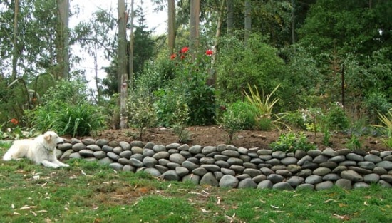 Stone Wall In The Garden Ideas For Attractive Garden Architecture