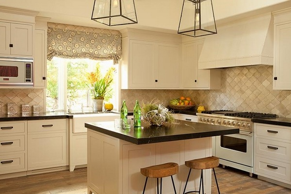 cream kitchen with islands Cream kitchen cabinets – warm colors for a cozy atmosphere