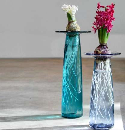 artisanat souffleur de verre creation soliflore vase bulbe fleur atelier creation the glass apprentice