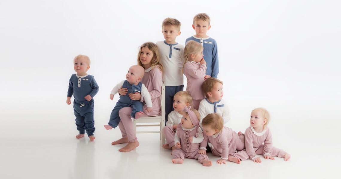 Slide 1- alle barn med ulike antrekk