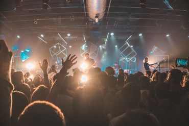 6 Simple (and Healthy) Ways to Grow Youth Ministry Worship Attendance | Ministry Bubble