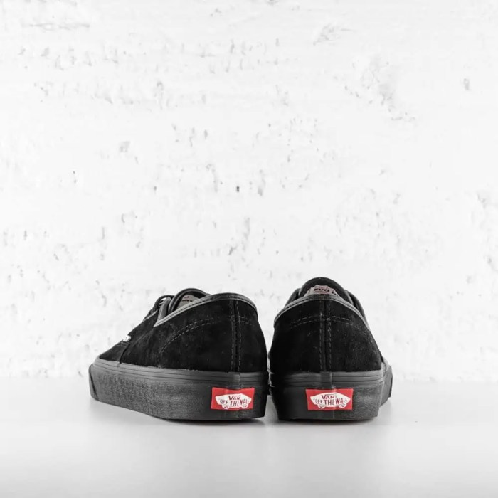 VANS AUTHENTIC BLACK SUEDE 4