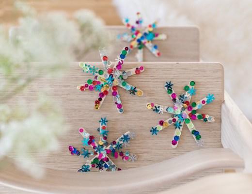 DIY: Weihnachtssterne basteln mit Kindern. Eine hübsche Advents- und Weihnachtsdekoration.