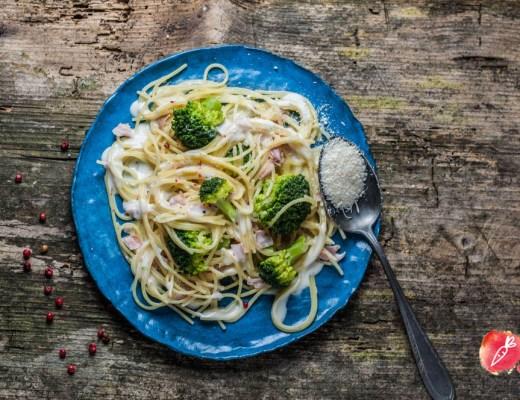 Ein Rezept für easy peasy One Pot Pasta mit Schinken und Broccoli