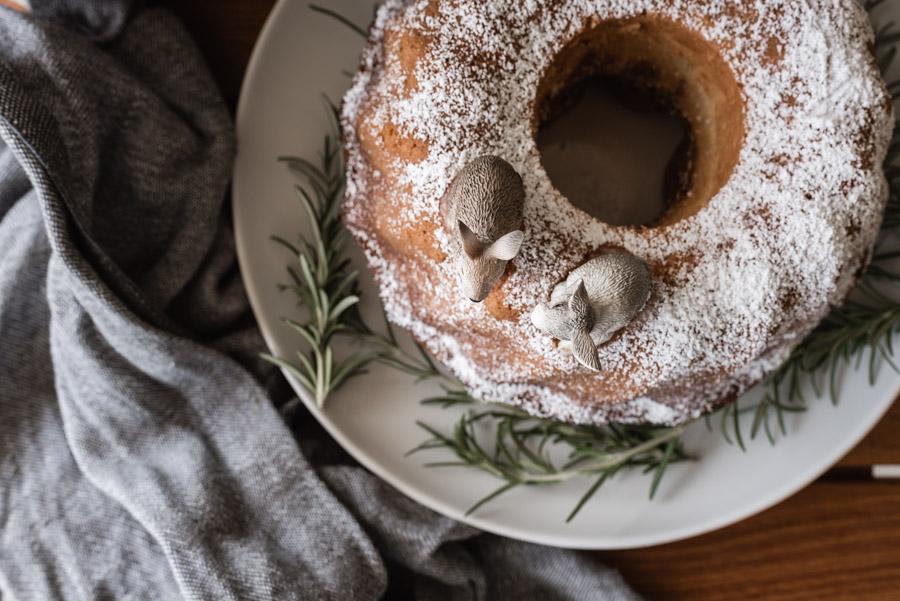 Fast, easy and stylish: a bundt cake for children's birthday parties.  A simple recipe and an animal decoration #gugelhupf #rezept #kindergeburtstag #kindergeburtstagskuchen