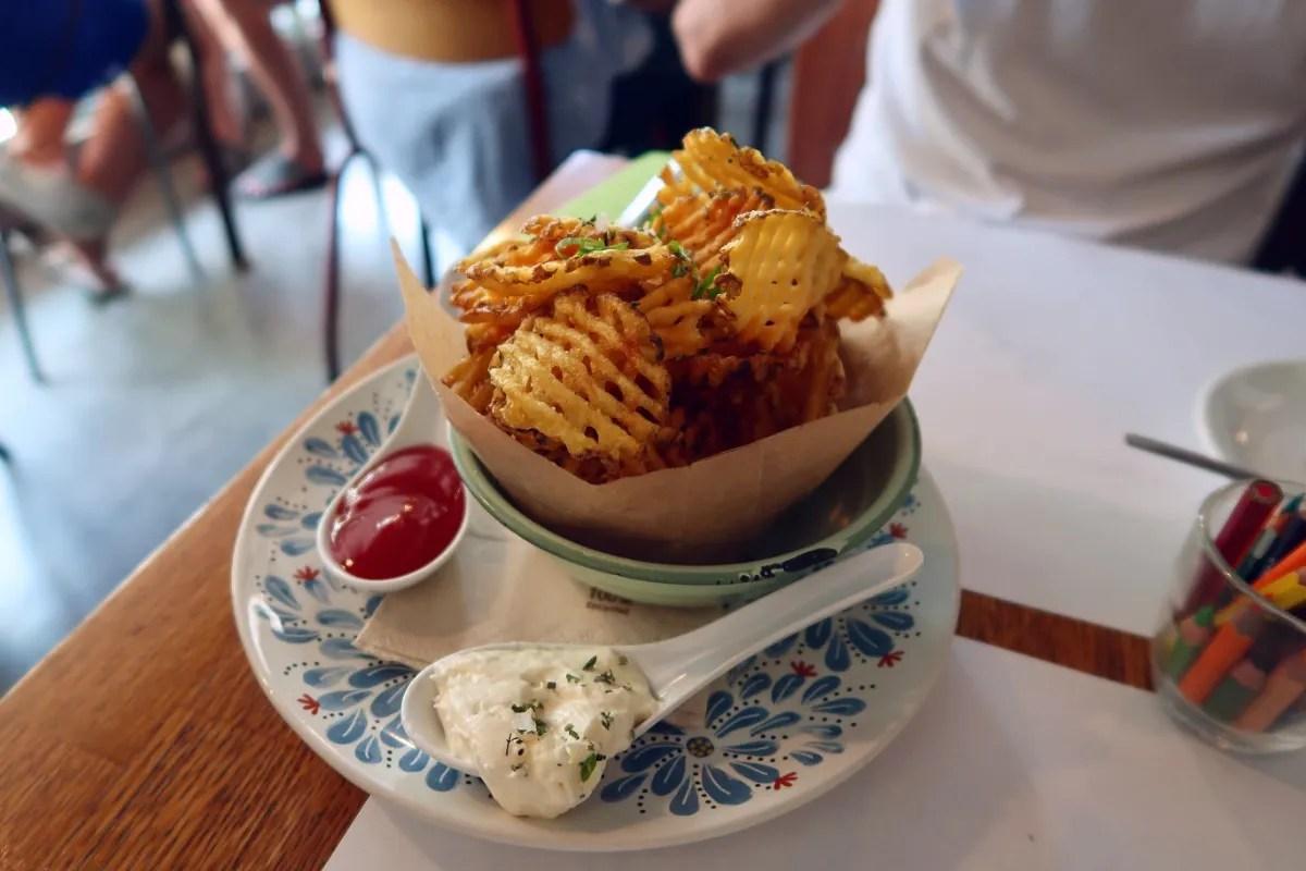 Best brunch in Barcelona @minkaguides Can Dendê ruffle chips