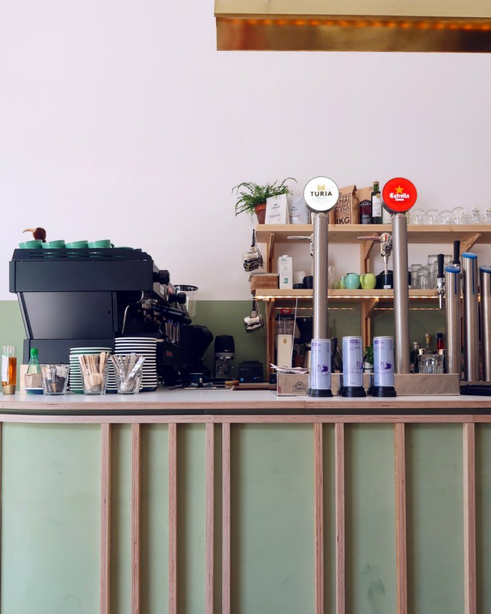 Best brunch in Barcelona @minkaguides Little Fern interior 2