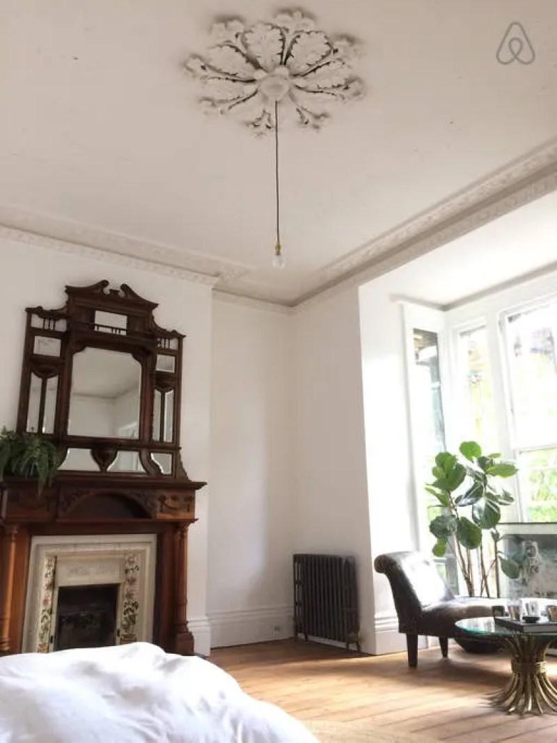 Brighton Airbnb @minkaguides room 2