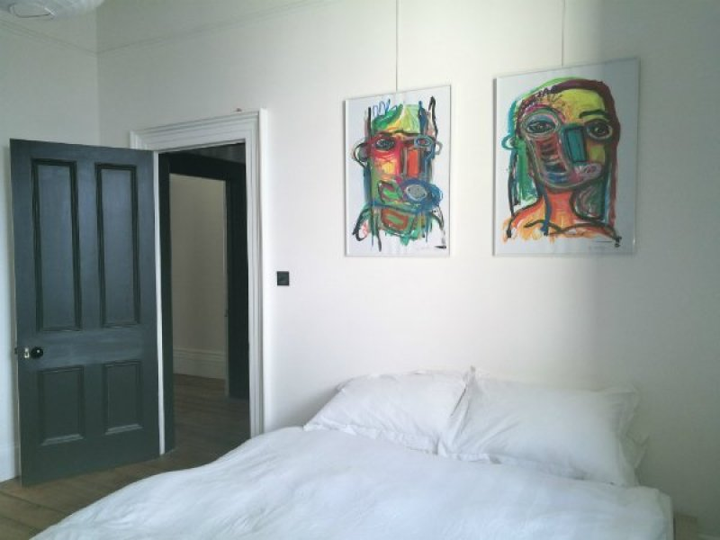 Brighton Airbnb @minkaguides room 1
