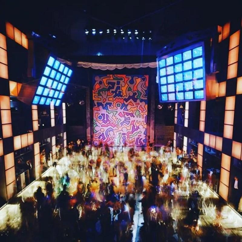 Untitled Keith Haring Backdrop at Palladium 1, 1985. Photo by Timothy Hursley