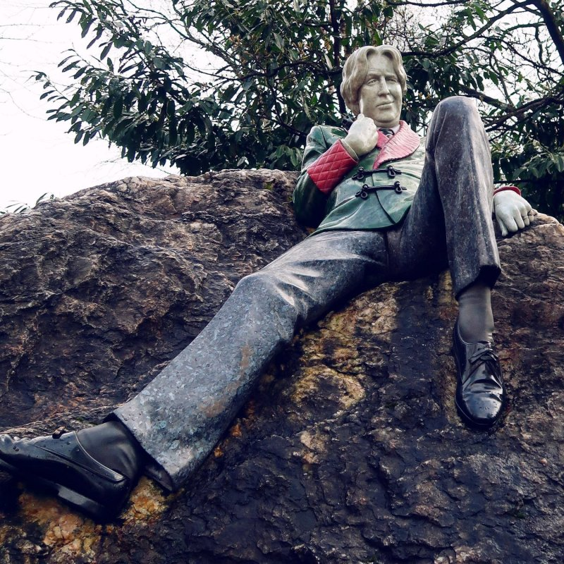 Things to do in Dublin @minkaguides Oscar Wilde statue