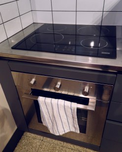 Review The Yellow Hostel Rome @minkaguides stove