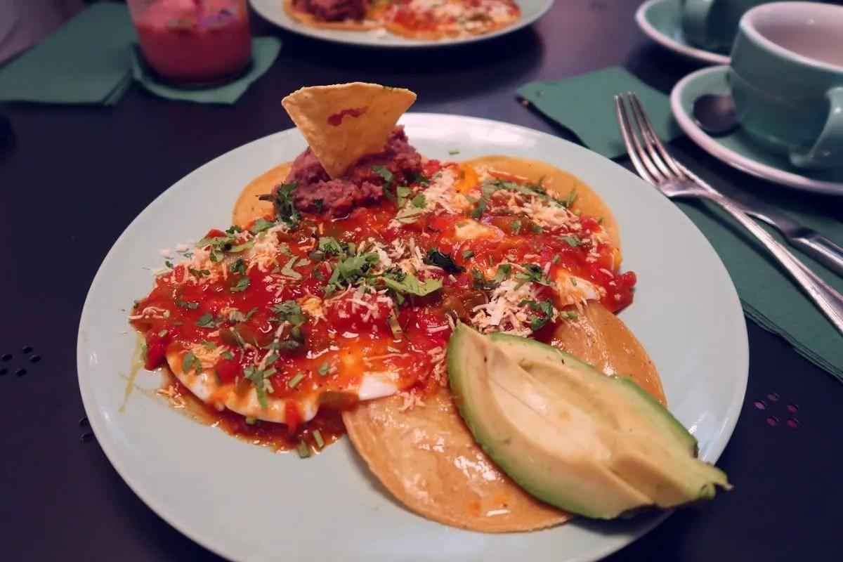 Gluten-free Barcelona Tropico-Huevos-Rancheros CREDIT Minka Guides