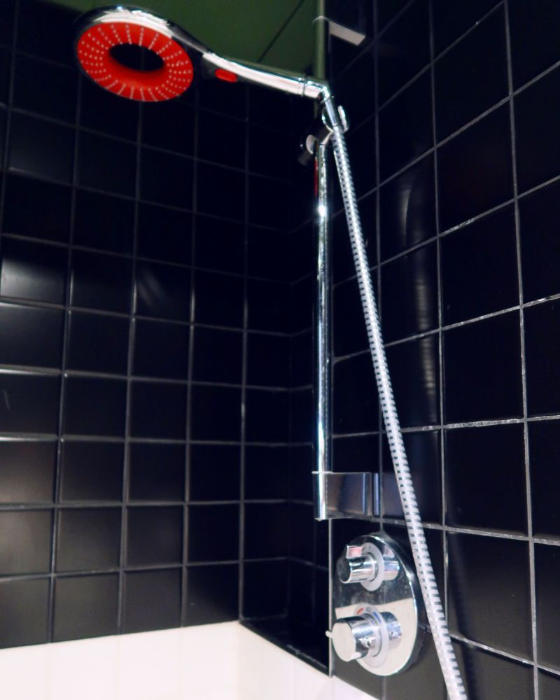 Generator Hostel Madrid @minkaguides shower