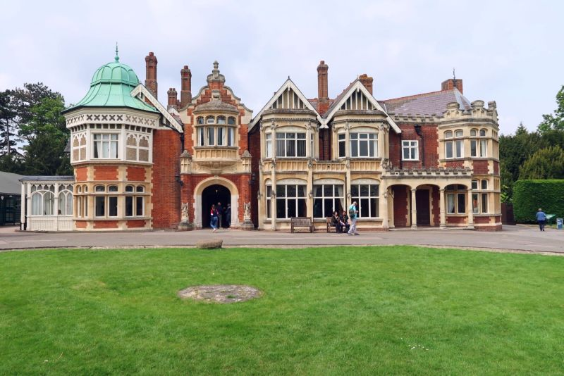 Bletchley Park Museum mansion exterior CREDIT_ © Minka Guides