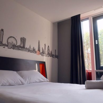 easyHotel Old Street double bed CREDIT Minka Guides