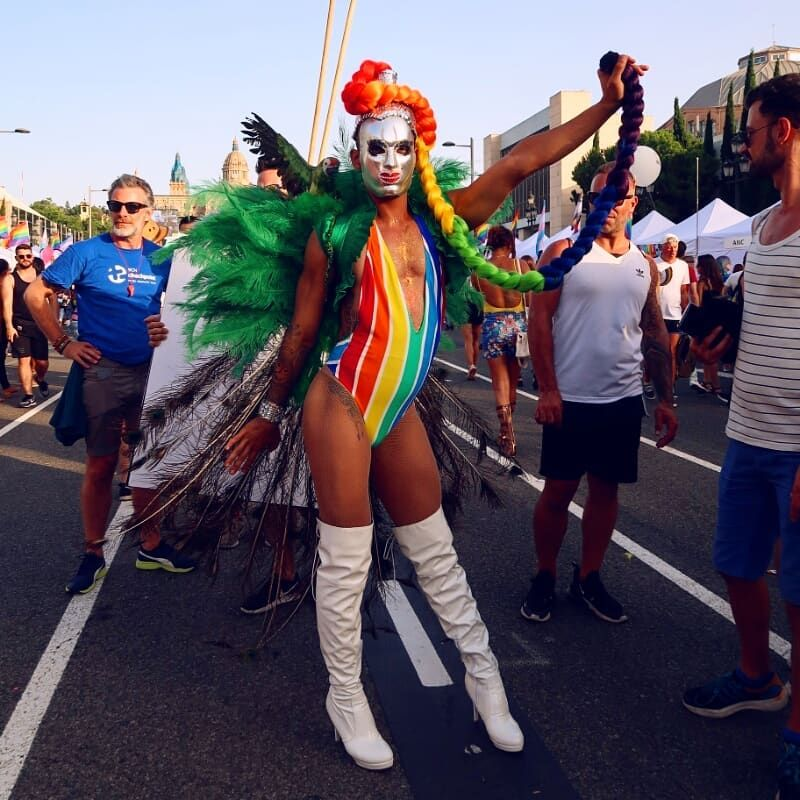 Barcelona Pride 2018 Rainbow weave CREDIT Minka Guides
