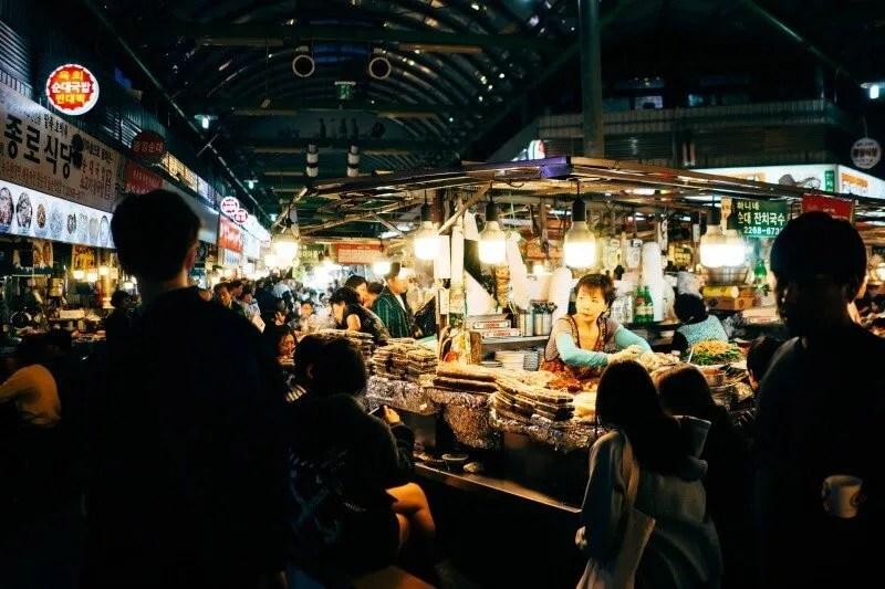 Unique things to do in Seoul Gwangjang Market CREDIT robson hatsukami morgan-unsplash