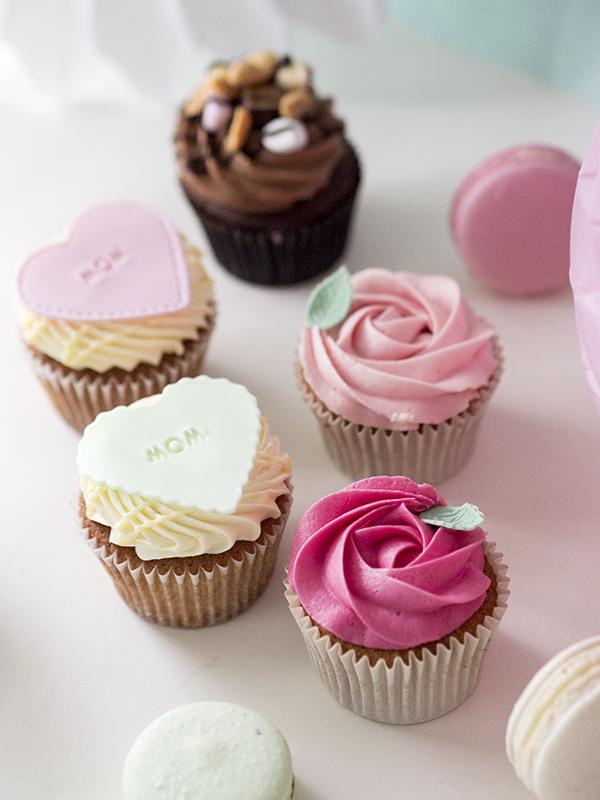 Äitienpäivä-teemaiset cupcaket