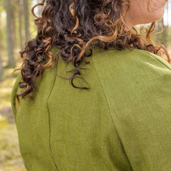 Vihreä pellavainen kietaisujakku, raglansauma takaapäin