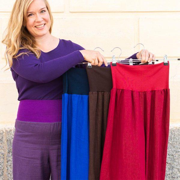 Pellavahousut neljässä värissä: violetti, sininen, ruskea, punainen