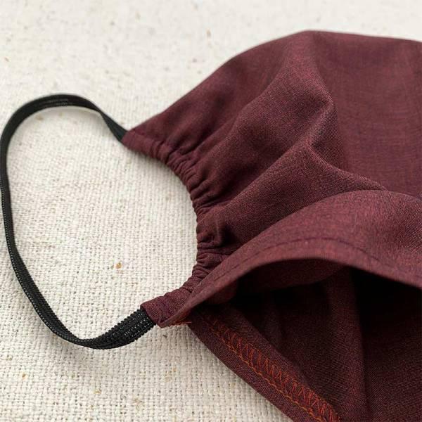 Viininpunainen kaksinkertainen puuvillainen kasvomaski, jossa tasku lisäsuodattimelle