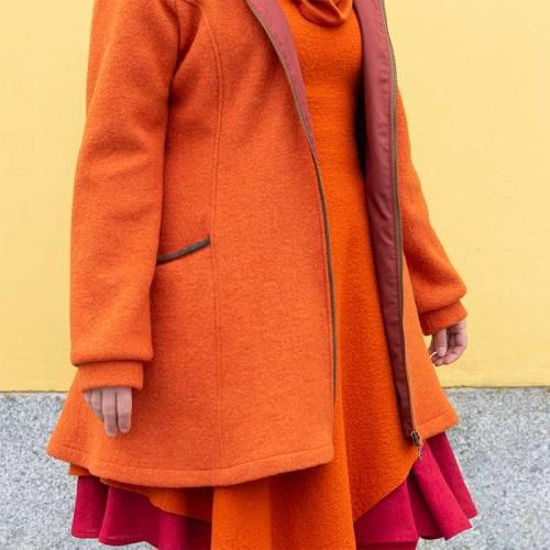 Oranssi vuorillinen villakangastakki hupulla, A-linjainen helma