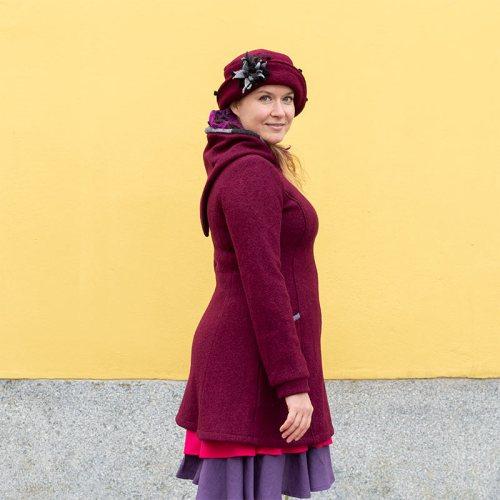 Raitulitakki - viininpunainen villakangastakki naisille, Minna Suuronen Design