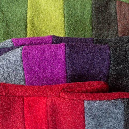 Värikkäitä raidallisia villakangaslapasia, vihreät, violetit, punaiset