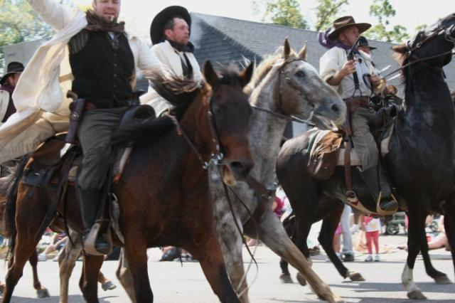 The James-Younger Gang re-enactors riding in The Defeat of Jesse James Days para